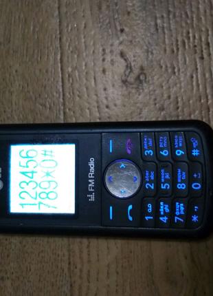 Телефон LG KP105