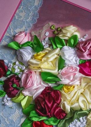 """Картина вышита лентами """"Розы в вазе"""""""