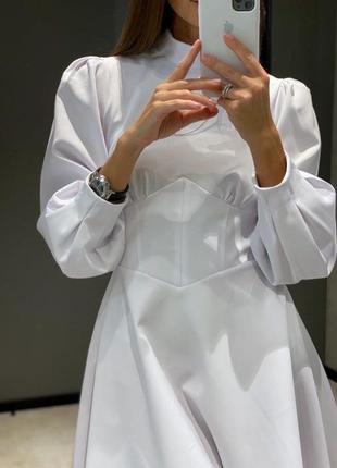 Женское короткое платье белый