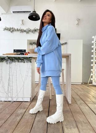 Голубой теплый костюм: длинный голубой свитшот и голубые лосины