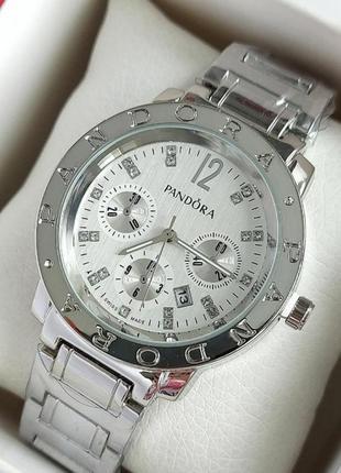 Серебристые женские часы на металлическом браслете