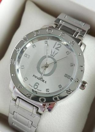 Серебристые женские часы на стальном браслете