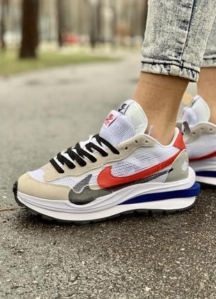 Nike vaporwaffle sport fuschia x sacai женские кроссовки серого