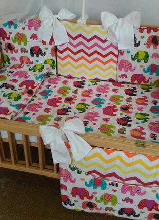 Детское постельное белье с бортиками подушечками в кроватку но...