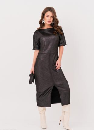Чёрное блестящее приталенное платье из эко-замши с поясом