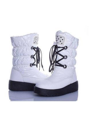 Женские зимние белые сапоги дутики со стразами со шнуровкой