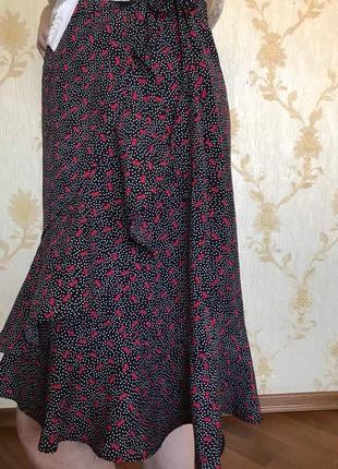Женская юбка на запах с воланом