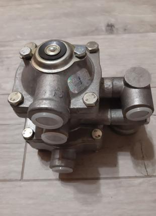 Клапан управления тормозами прицепа 11.3522008 Камаз Краз Маз