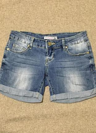 Короткие джинсовые шорты 42 размера.