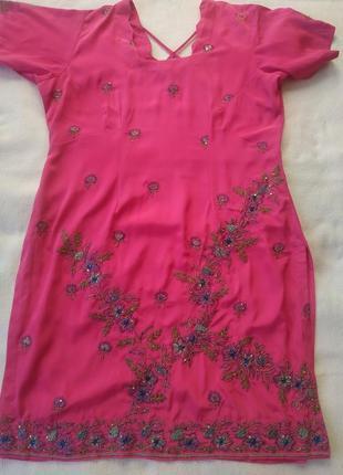 Лёгкое розовое платье-туника с цветами в восточном стиле