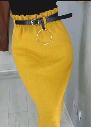 Стильная трикотажная юбка с поясом