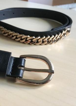 Красивы чёрный ремень с золотыми цепями по бокам