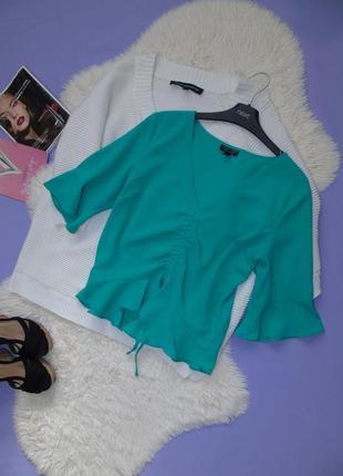 Трендовая блузочка/коротенькая с рюшами на рукавах и по низу