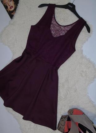 Стильное платье с кружевом и приоткрытой спинкой