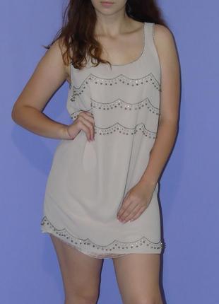 Нюдовое прямое платье