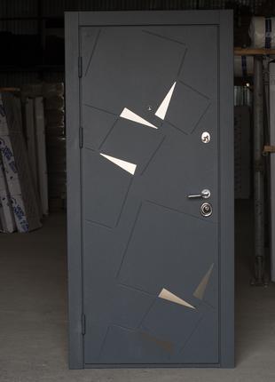 Двери входные новые
