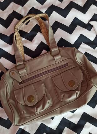 Маленькая вместительная спортивная сумка