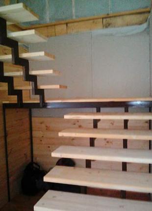 Металлические лестницы разной конфигурации