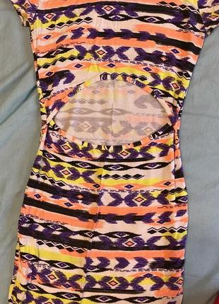 Женское летнее платье с вырезом на спине