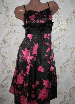 Нарядное женске платье из атласа на 48 размер