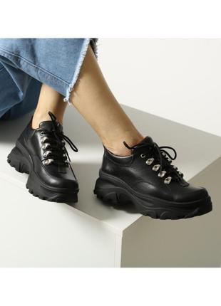 Кожаные кроссовки  на толстой подошвой!!