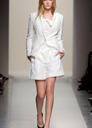 Брендовый пиджак от дома моды valentino молочного цвета