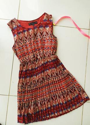 Летнее платье с юбкой плиссе
