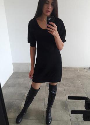 Вязаное платье с рукавами фонариками
