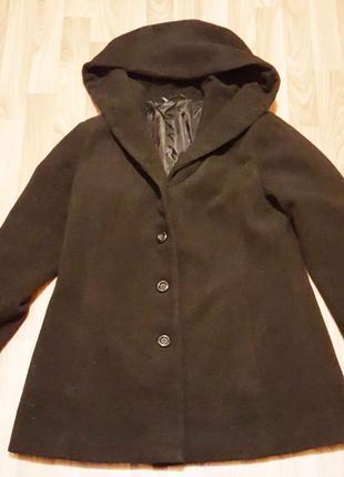 Черное короткое  пальто с капюшоном