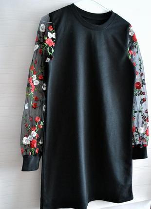 Платье с вышивкой и сеткой на рукавах