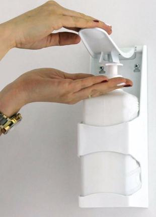 Локтевой дозатор настенный для дезинфекции рук