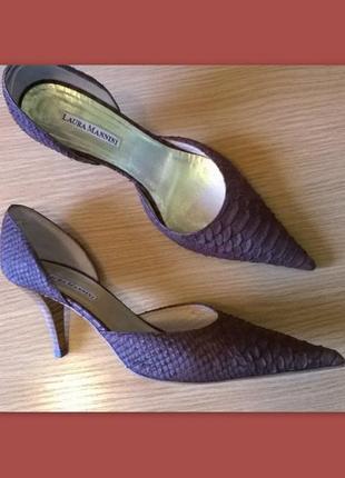 Статусные полностью кожаные туфли 39,5 р. laura mannini цвет тауп