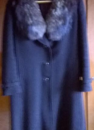 Зимове пальто з коміром із чорнобурки