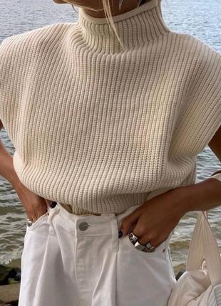 Оверсайз свитер с подплечиками. белый. бежевый. черный. розовы...