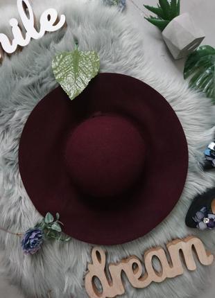 Бордовая фетровая шерстяная шляпа из широкими полями