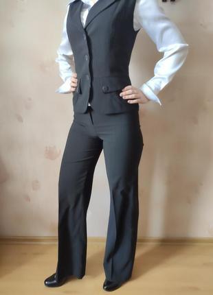 Стильный женский деловой костюм в полоску