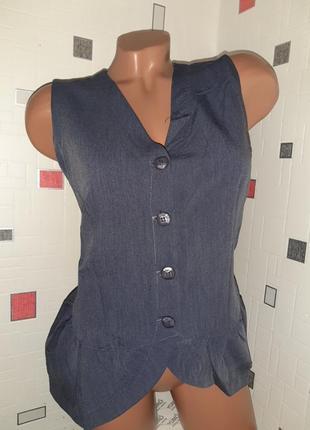 Стильная, строгая жилетка-блузка с небольшой баской,