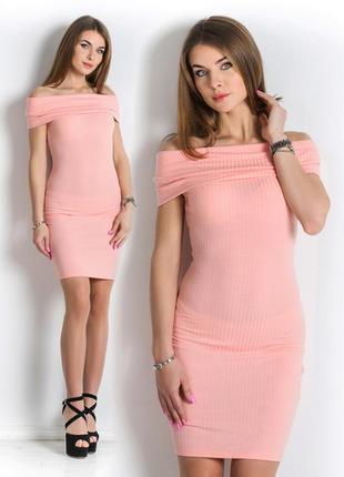 Платье с открытыми плечами злата