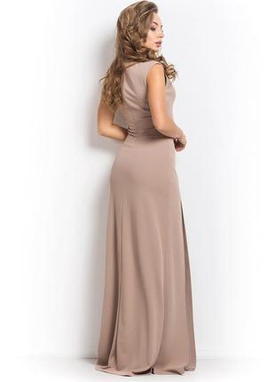 Нарядное платье в пол бежевого цвета