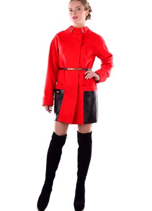 Пальто кашемировое ярко красное, ровный крой, накладные карман...