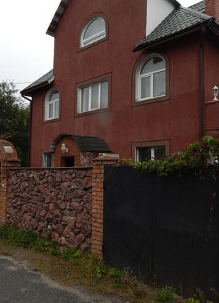 Аренда 3-х этажного дома на Русановских садах, на м.Левобережная.