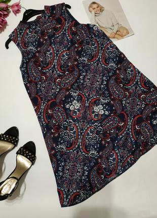 Платье с этно узорами