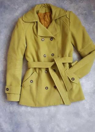Пальто женское демисезонное горчичного цвета