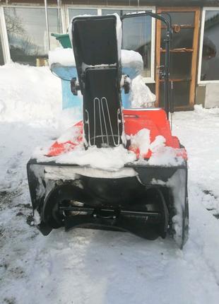 Снегоуборщик бензиновый.