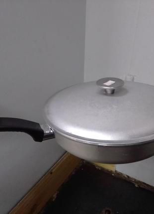 Сковорода алюминиевая литая с крышкой