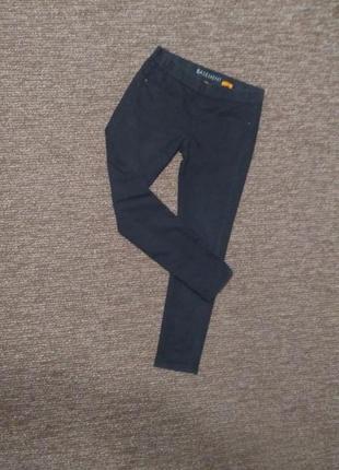 Черные узкие брюки легинсы basement