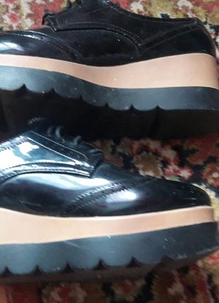 Туфлі лаковані