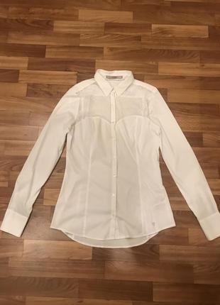 Белая рубашка с гипюровыми вставками guess