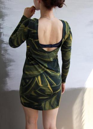 Платье-мини с длинными рукавами и вырезом на спине