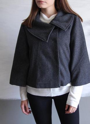 Очень красивое шерстяное короткое пальто на кнопках, демисезонное